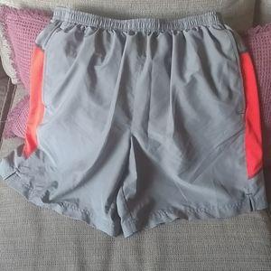 Under armour men's training shorts sz L
